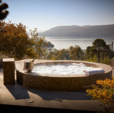 Romantic breaks UK with hot tubs - romantic weekend breaks with hot tub