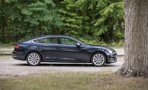 Land vehicle, Vehicle, Car, Luxury vehicle, Sedan, Automotive design, Mid-size car, Personal luxury car, Full-size car, Family car,