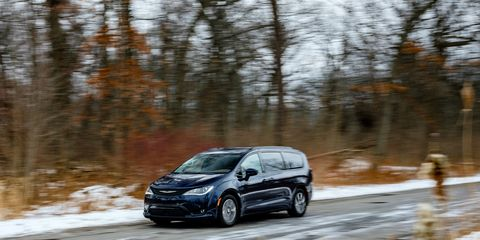 Chrysler Pacifica To Add All Wheel Drive