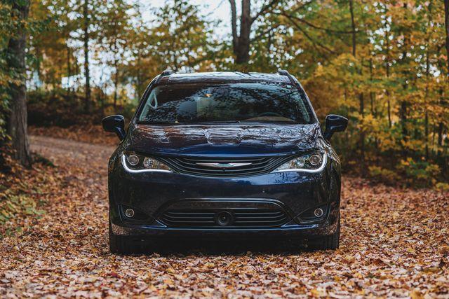 Land vehicle, Vehicle, Car, Mid-size car, Executive car, Headlamp, Automotive design, Family car, Automotive lighting, Automotive wheel system,