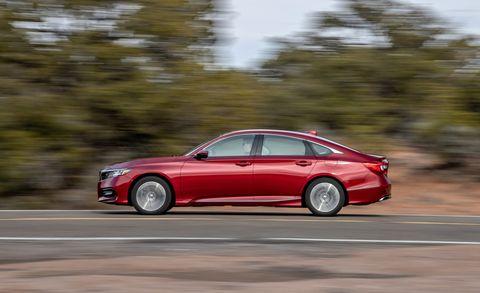 Land vehicle, Vehicle, Car, Luxury vehicle, Mid-size car, Automotive design, Personal luxury car, Full-size car, Sedan, Family car,