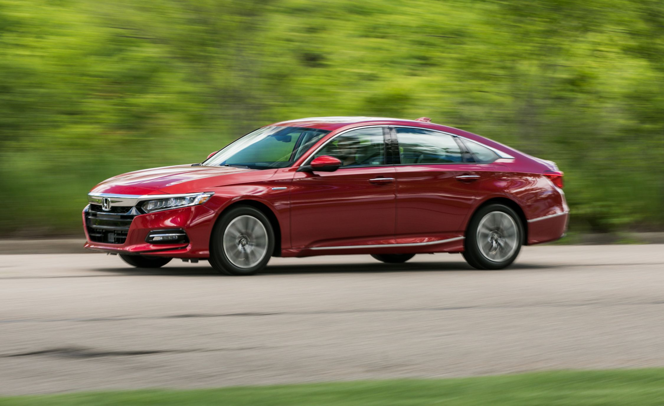 2018 Honda Accord Hybrid Fuel Efficient With A Few Compromises