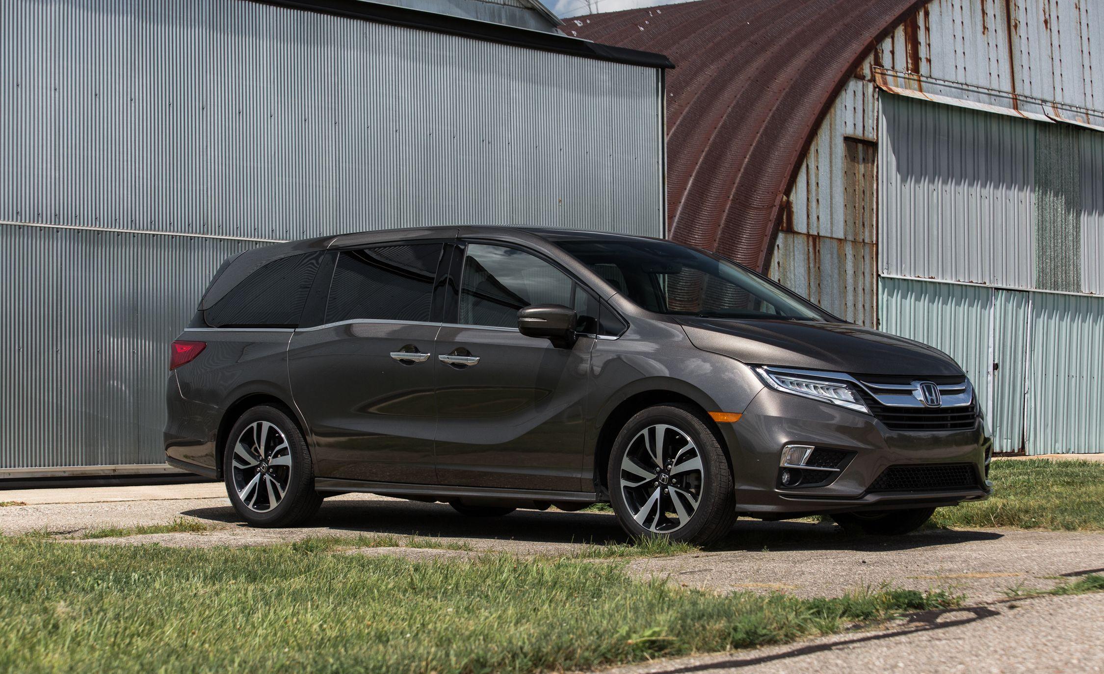 e26bf7239f 5 Best New Minivans of 2019 – Every New Minivan