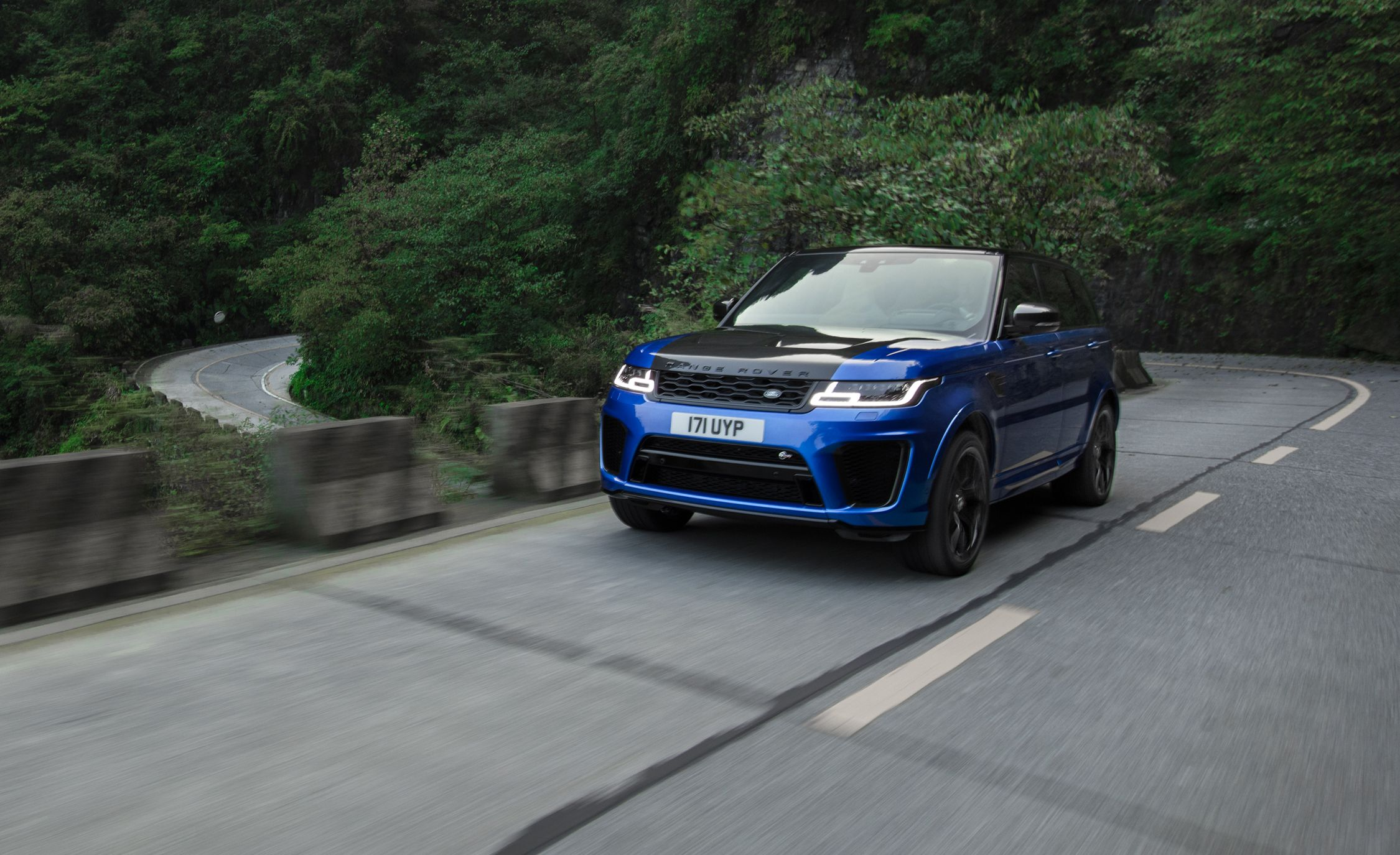 2018 Range Rover Sport Svr First Drive It Largely Defies Physics Review Car And Driver