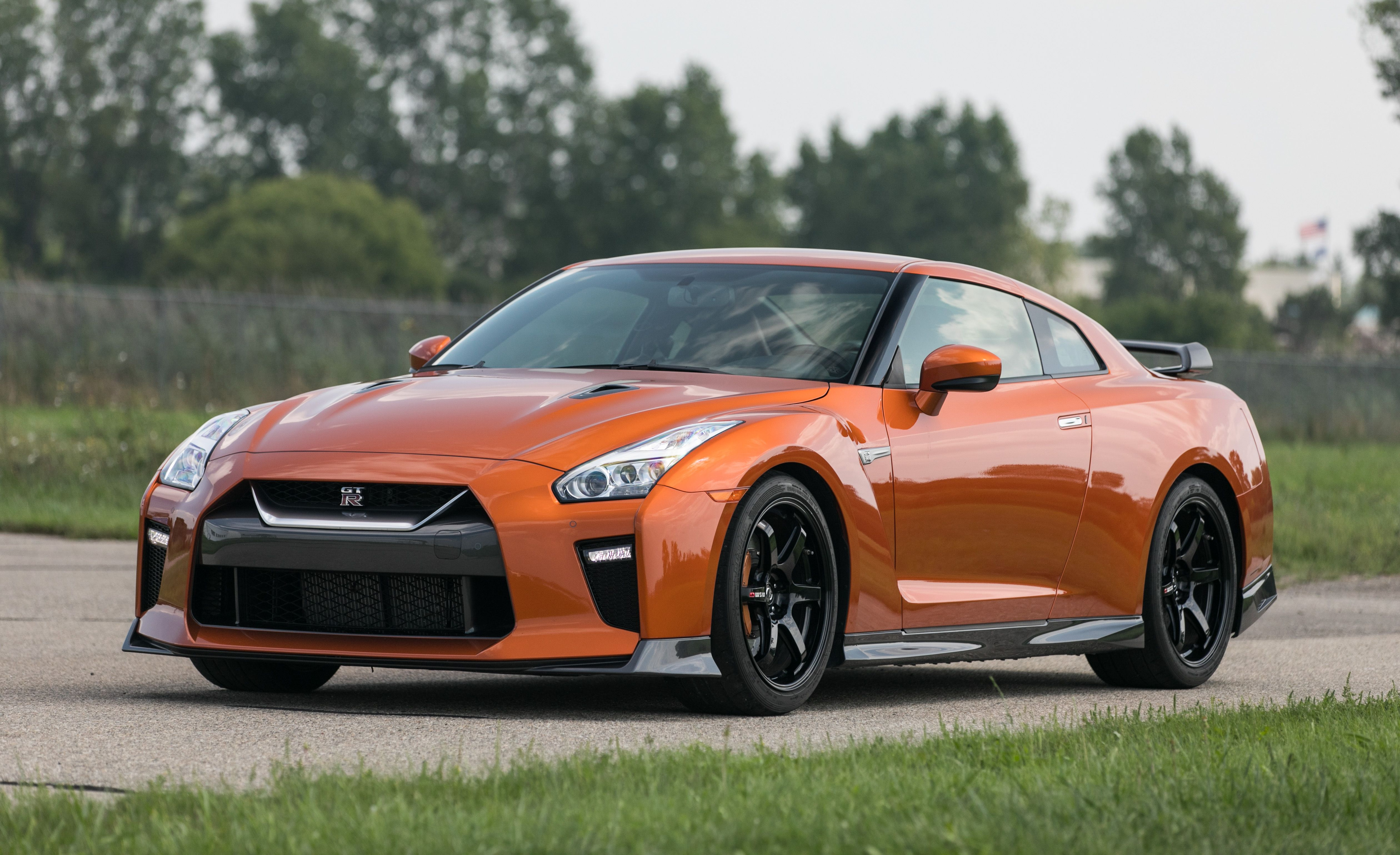 2019 Nissan Gt R Review Pricing And Specs