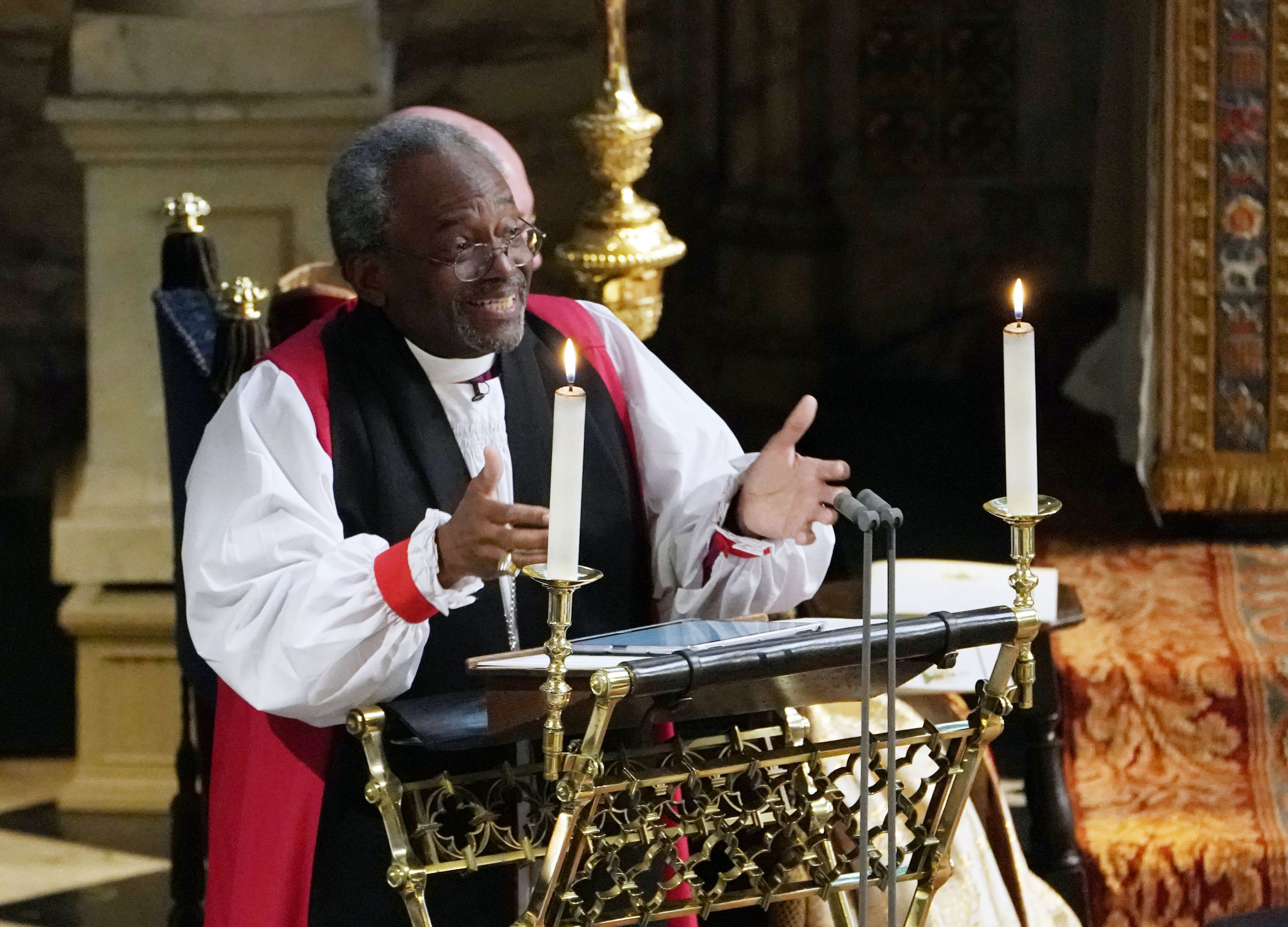 https://hips.hearstapps.com/hmg-prod.s3.amazonaws.com/images/2018-royal-wedding-michael-curry-1526746602.jpg