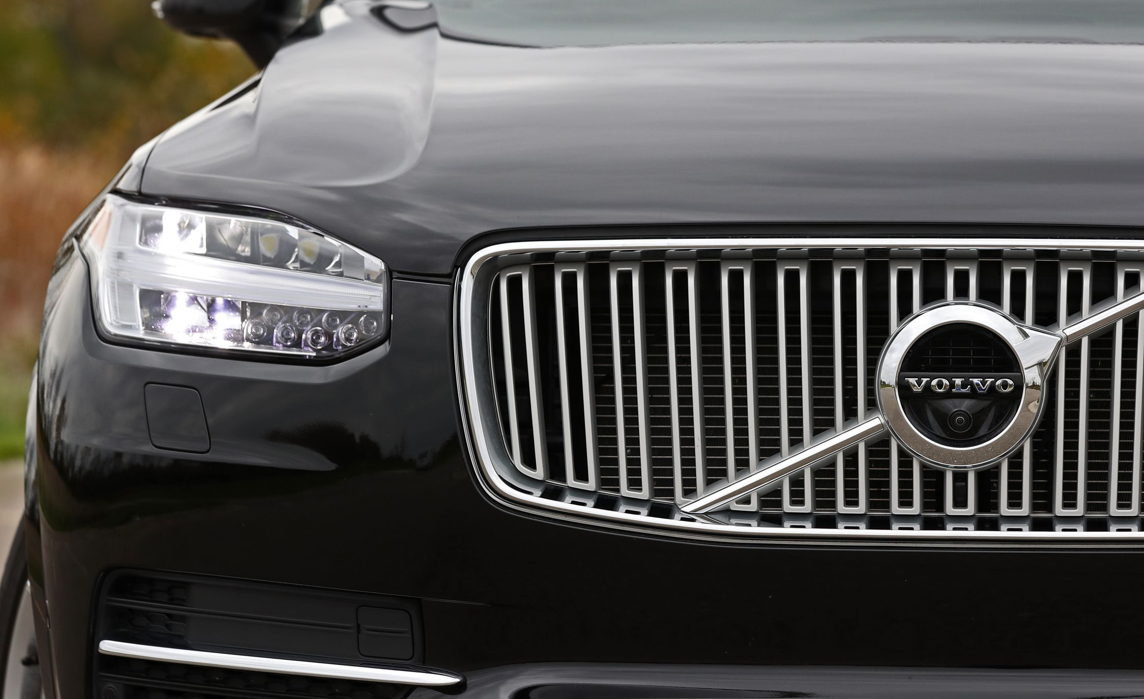 Volvo XC90 front headlight and grille