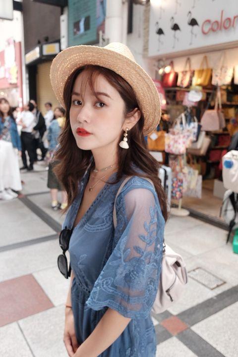 Clothing, Street fashion, Photograph, Shoulder, Snapshot, Hat, Beauty, Fashion, Skin, Headgear,