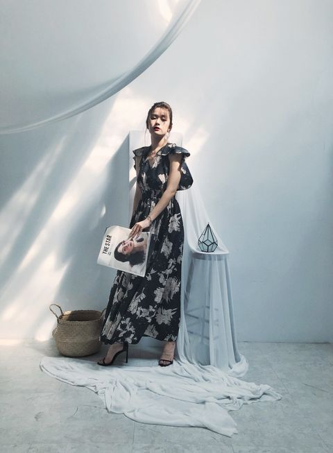 White, Fashion, Beauty, Formal wear, Dress, Fashion design, Photo shoot, Photography, Shoulder, Fashion model,