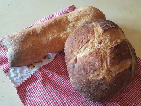 Pan de pueblo, cocido en horno de leña