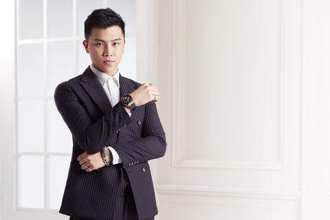 Suit, Clothing, Formal wear, Tuxedo, White-collar worker, Outerwear, Blazer, Collar, Businessperson, Neck,