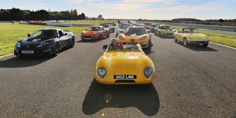 Land vehicle, Vehicle, Car, Classic car, Coupé, Yellow, Sports car, Classic, Antique car, Race car,