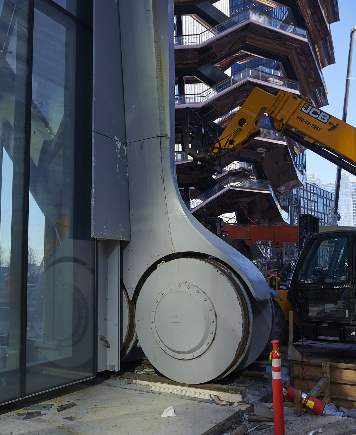 Thanks to a series of wheels six feet in diameter, the Bloomberg Building will be able to expand on command