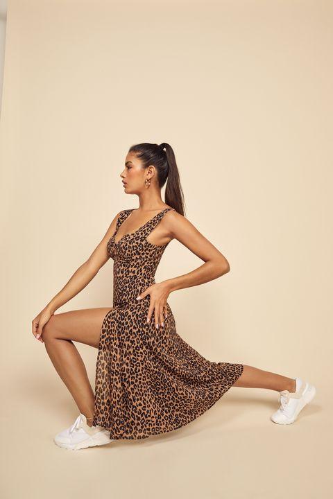 Fashion model, Clothing, Dress, Shoulder, Leg, Beauty, Photo shoot, Cocktail dress, Waist, Fashion,