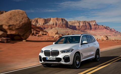 Land vehicle, Vehicle, Car, Automotive design, Regularity rally, Luxury vehicle, Personal luxury car, Automotive tire, Motor vehicle, Natural environment,
