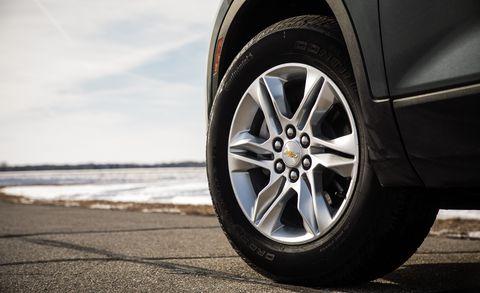 Land vehicle, Alloy wheel, Vehicle, Tire, Wheel, Automotive tire, Rim, Spoke, Car, Auto part,