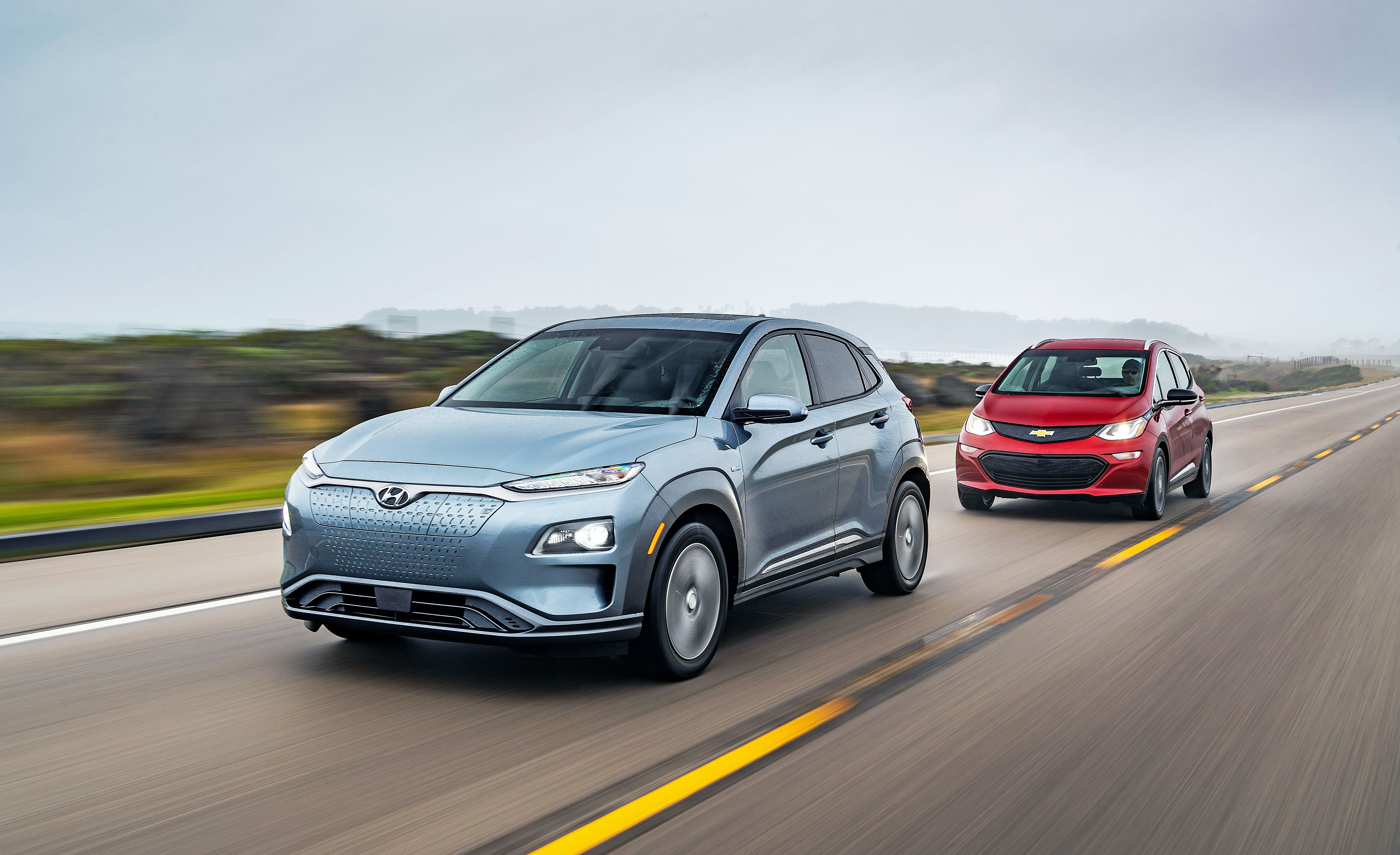 2019 Chevrolet Bolt Ev Vs Hyundai Kona Electric 200 Plus Miles Of Range And Fast Charging Capabilities