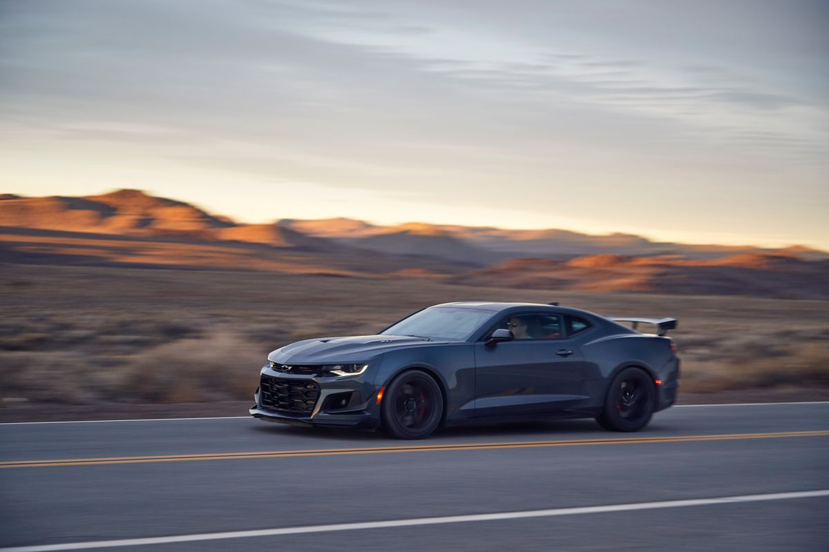 2020 Chevrolet Camaro Zl1 Review Pricing And Specs