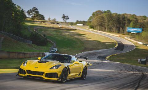 Land vehicle, Vehicle, Car, Sports car, Performance car, Supercar, Automotive design, Coupé, Yellow, Sports car racing,