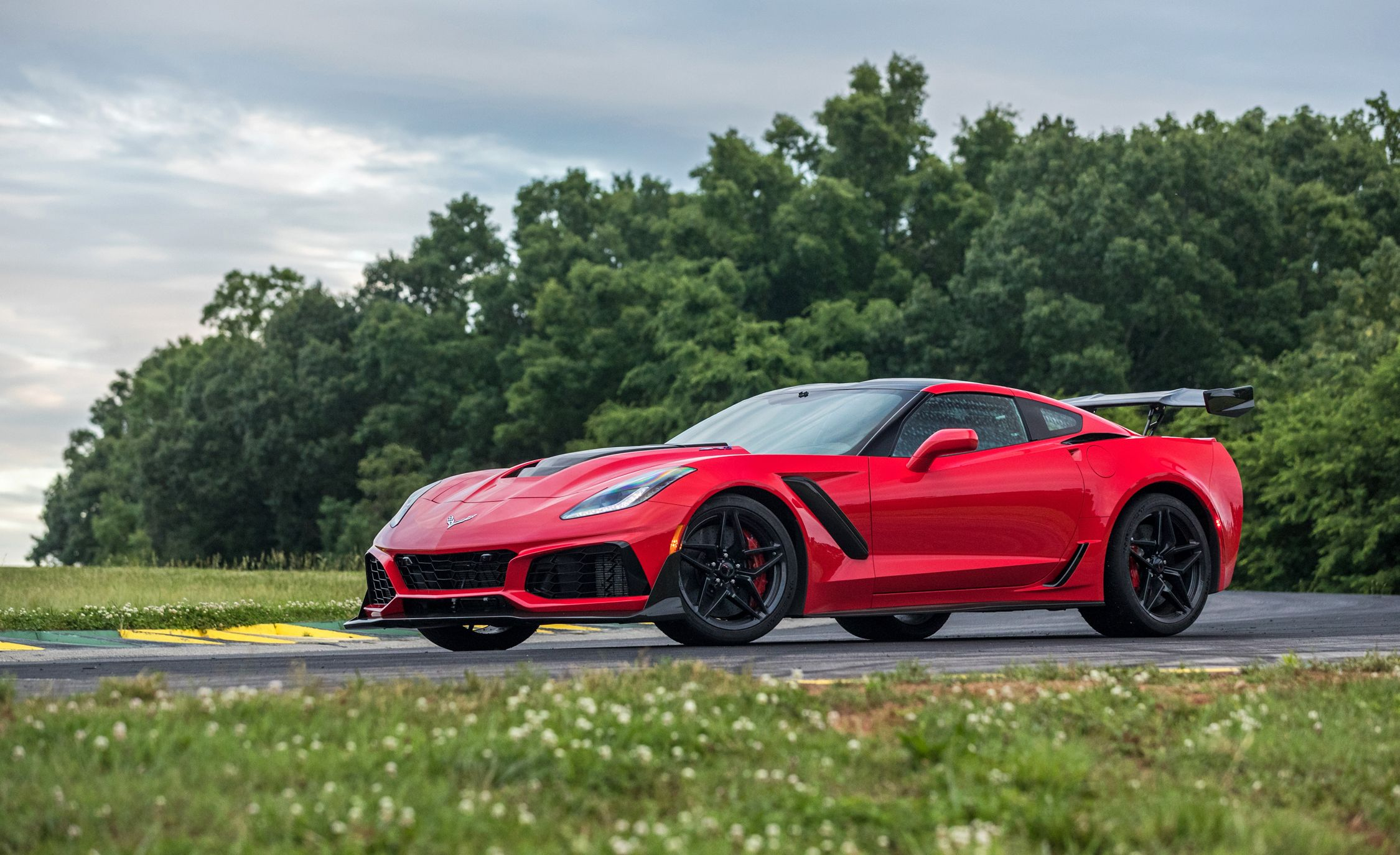 Chevrolet Corvette Zr1 Features And Specs