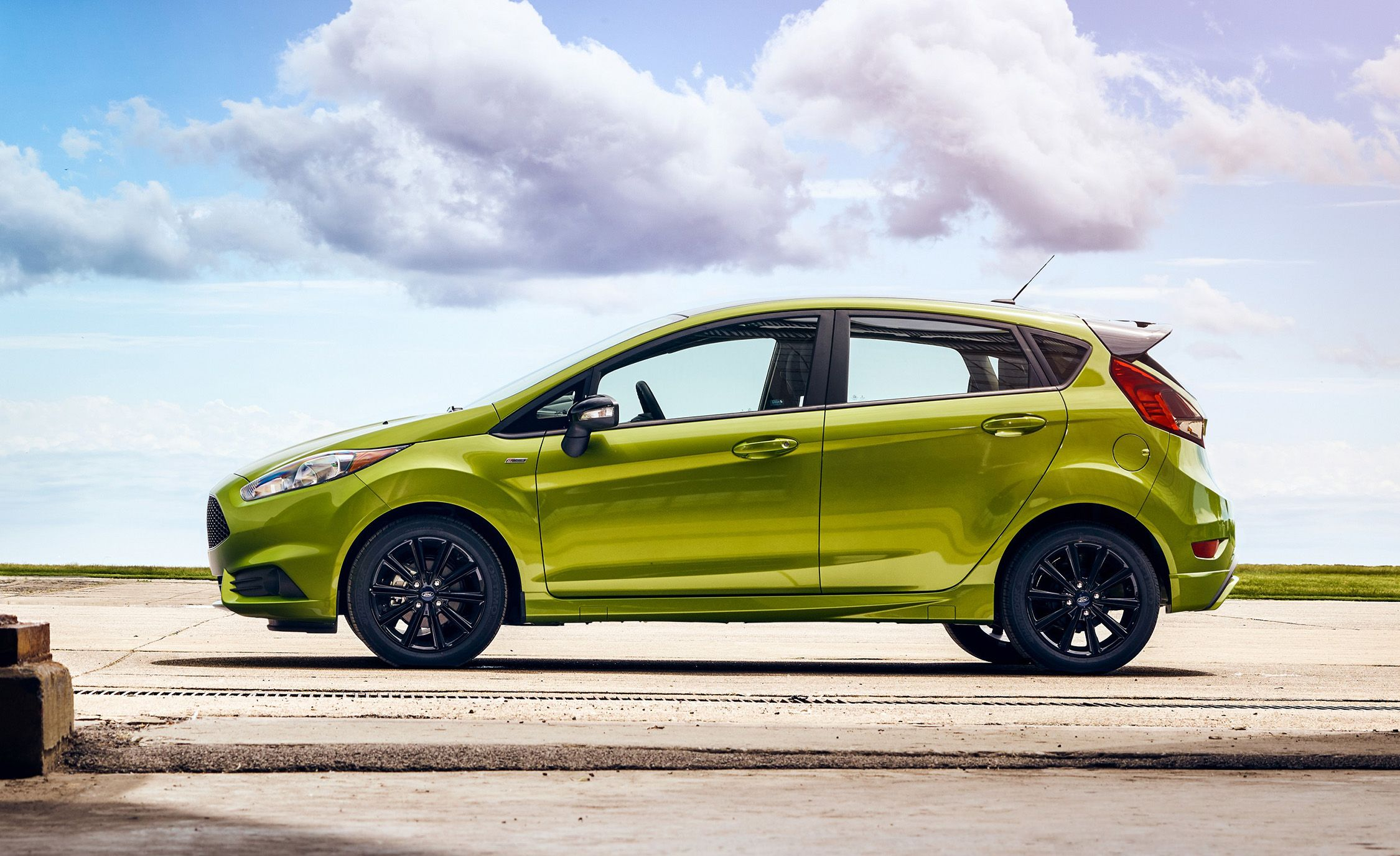 2019 Ford Fiesta Adds ST-Line Model for Its Last Year