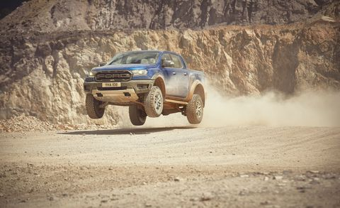 Land vehicle, Vehicle, Off-road racing, Off-roading, Automotive tire, Tire, Regularity rally, Car, Dust, Pickup truck,