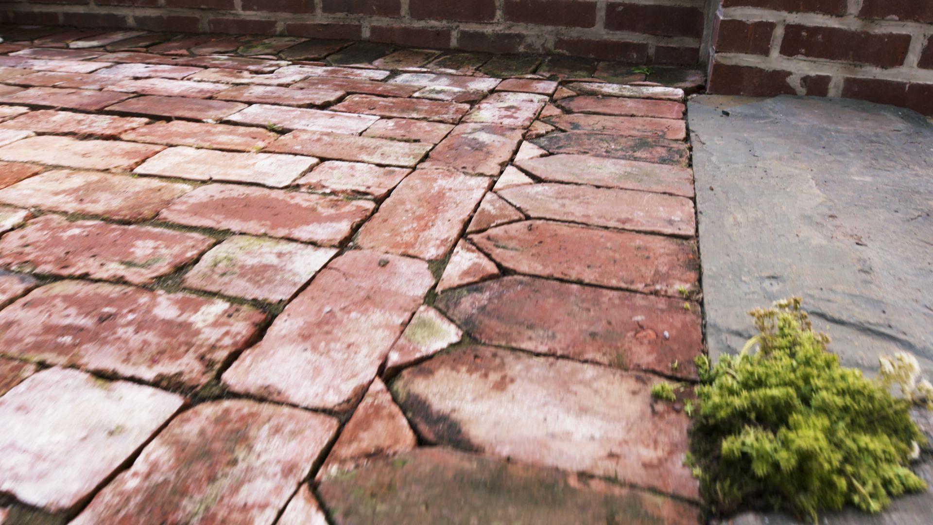 Best Walkway Materials Cobblestone Vs Brick Vs Pavers Vs Gravel