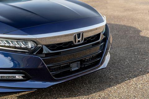 Land vehicle, Vehicle, Car, Bumper, Honda, Automotive design, Grille, Automotive exterior, Hood, Luxury vehicle,