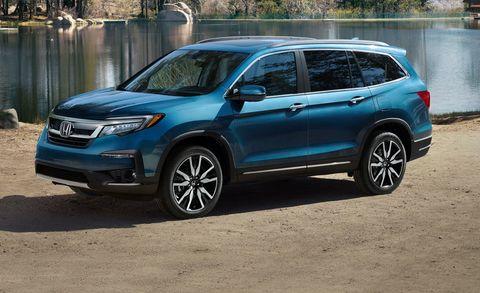 Land vehicle, Vehicle, Car, Honda, Compact sport utility vehicle, Automotive tire, Sport utility vehicle, Automotive design, Mini SUV, Bumper,