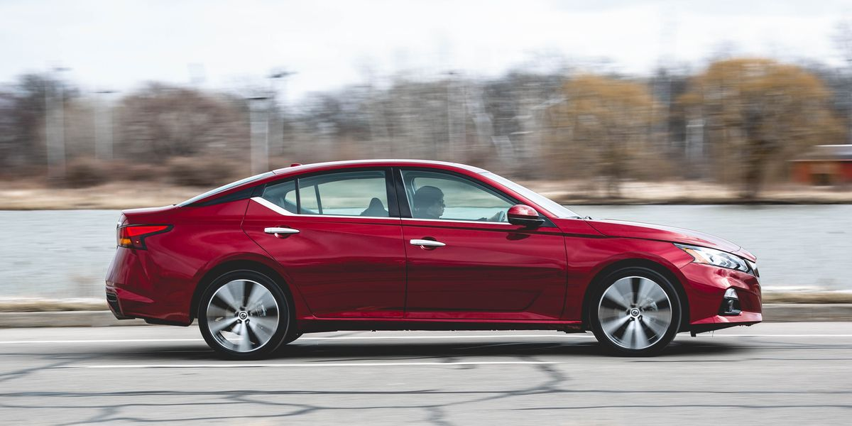 The 2019 Nissan Altima Just Outcornered the New BMW 3-Series