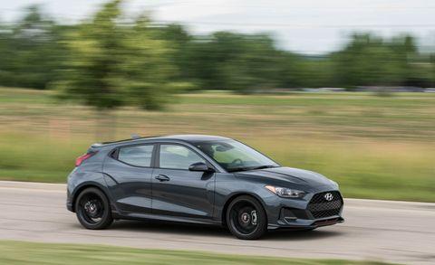 Land vehicle, Vehicle, Car, Automotive design, Mid-size car, Hot hatch, Driving, Nissan, Compact car, Automotive tire,