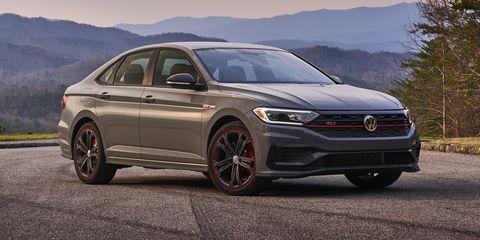 Land vehicle, Vehicle, Car, Mid-size car, Automotive design, Rim, Volkswagen passat, Full-size car, Sky, Family car,