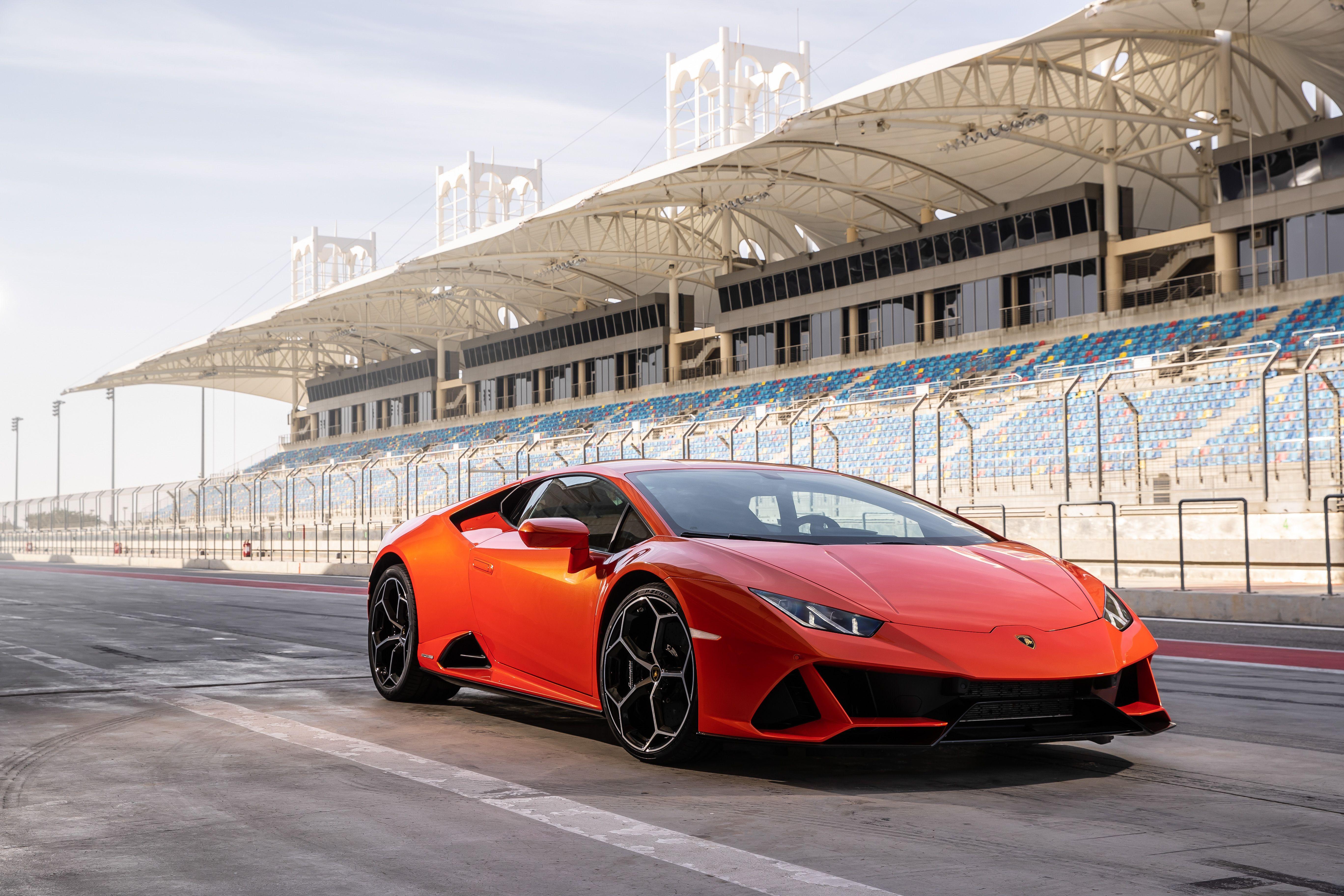 2019 Lamborghini Huracán Review, Pricing, and Specs