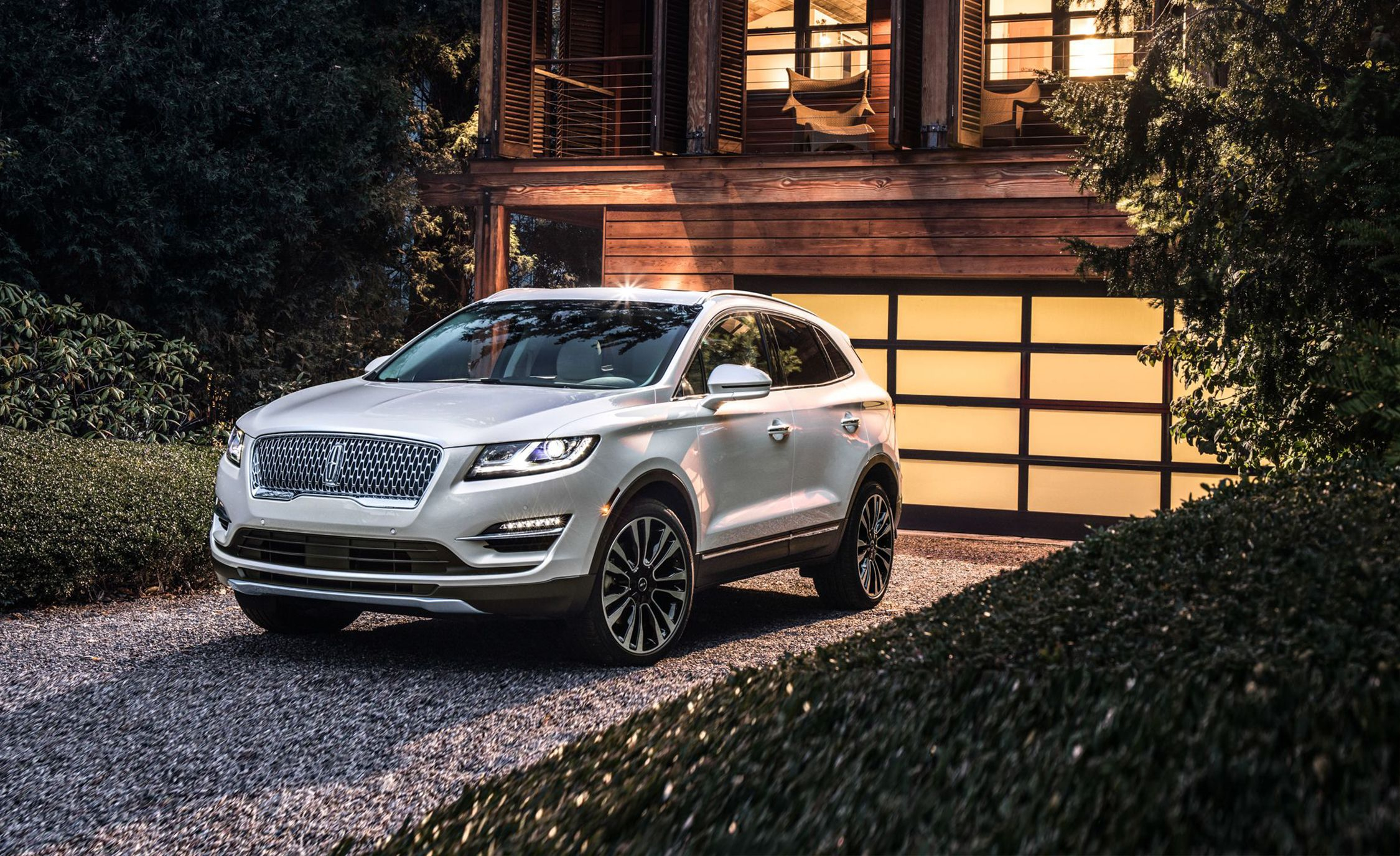Best Compact Luxury Crossovers & SUVs 2019 – All 24 Small