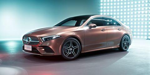 Land vehicle, Vehicle, Car, Mid-size car, Automotive design, Motor vehicle, Luxury vehicle, Personal luxury car, Auto show, Automotive wheel system,