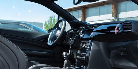 Land vehicle, Vehicle, Car, Motor vehicle, Center console, Family car, Hatchback, Sport utility vehicle, Subcompact car, Steering wheel,