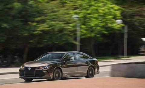 Land vehicle, Vehicle, Car, Mid-size car, Automotive design, Luxury vehicle, Personal luxury car, Rim, Executive car, Family car,