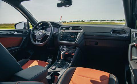 Land vehicle, Vehicle, Car, Volkswagen, Center console, Automotive design, Volkswagen golf, Steering wheel, Hatchback, Volkswagen tiguan,