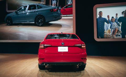 Land vehicle, Vehicle, Car, Automotive design, Red, Full-size car, Executive car, Personal luxury car, Mid-size car, Luxury vehicle,