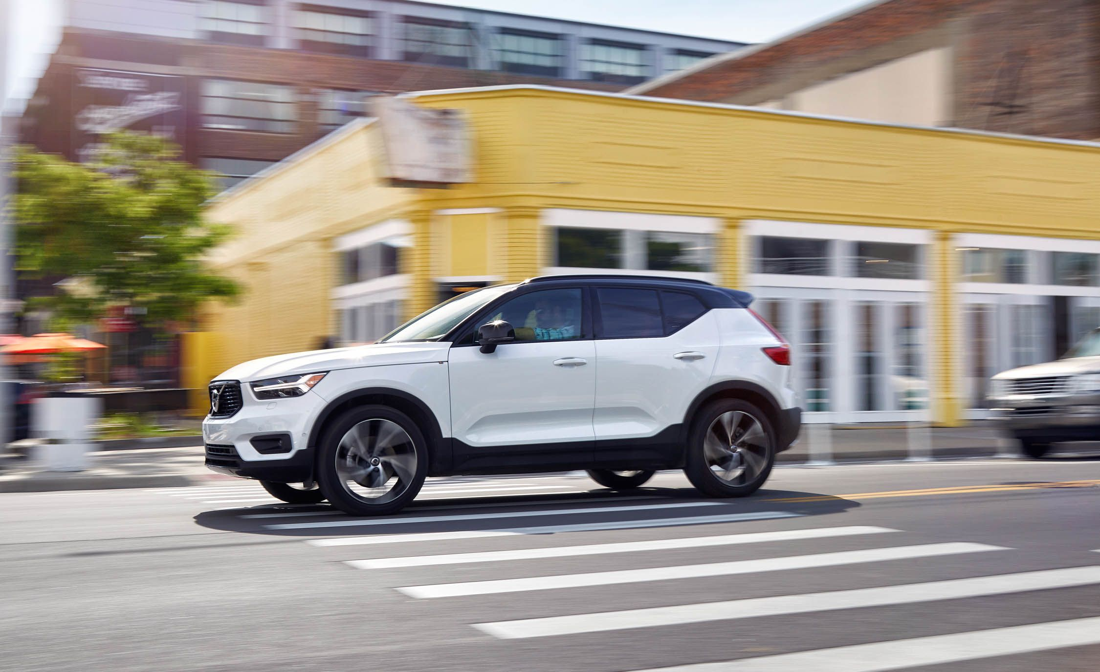 2019 Volvo Xc40 Review Pricing And Specs