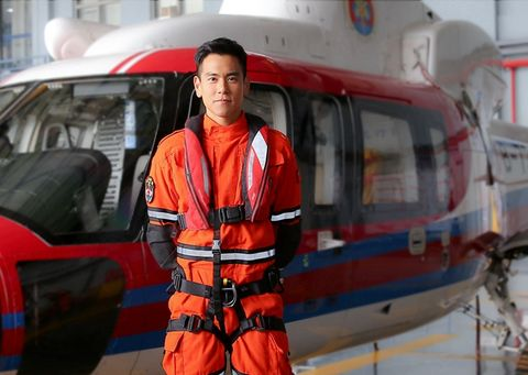 Rescuer, Paramedic, Emergency, Personal protective equipment, Vehicle, Rescue, Job, Workwear, Helicopter pilot, Lifejacket,