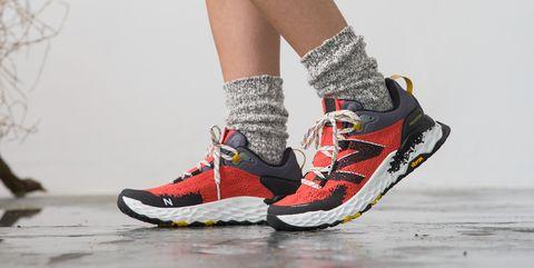 Las zapatillasFresh Foam Hierro v5, de New Balance, que te servirán tanto para correr como para vestirte cada día.