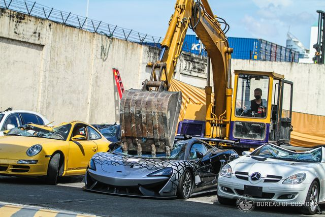 a mclaren 620r is crushed