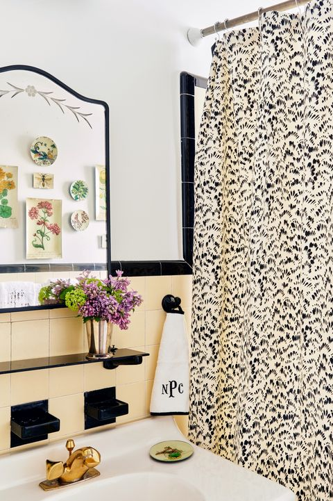bathroom of lilse mckenna home