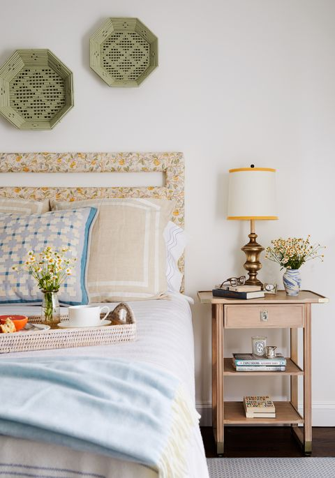 bedroom, floral head frame, green plate artwork