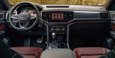 Land vehicle, Vehicle, Car, Center console, Steering wheel, Luxury vehicle, Automotive design, Family car, Gear shift, Sedan,