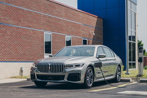 2020 BMW 745e xDrive Plug-In Hybrid Struggles as a Green Machine