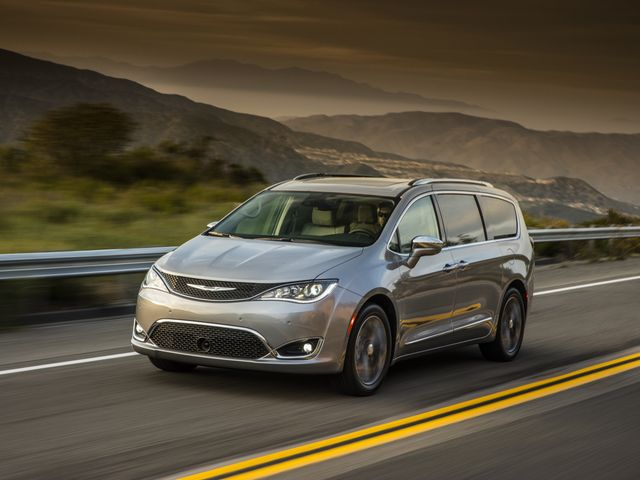 Chrysler Pacifica Van >> 2020 Chrysler Pacifica Review Pricing And Specs