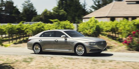 Land vehicle, Vehicle, Car, Rim, Wheel, Luxury vehicle, Automotive design, Alloy wheel, Audi, Executive car,