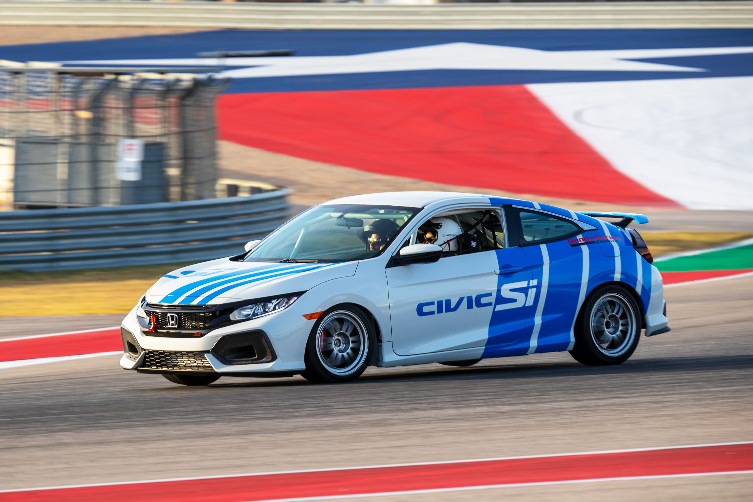 The Honda Civic Si TCA Is a Riotous Entry-Level Race Car